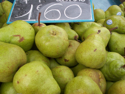 pears at the market in Nice